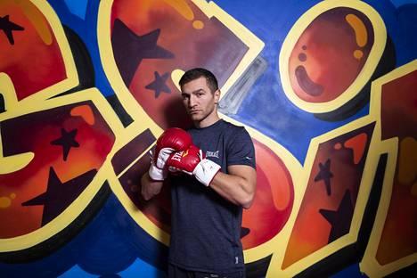 Edis Tatli kuvattuna nyrkkeilysalilla Pitäjänmäessä viime kesänä.