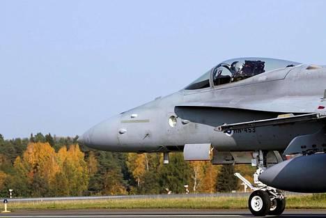 Ilmavoimien Ruska-harjoitus alkoi maanantaina. Valtaosa siihen osallistuvista koneista on Hornet-hävittäjiä.