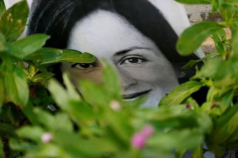 Kuolleen journalsitin Daphne Caruana Galizian kuva mielenosoituksessa Maltan Vallettassa marraskuussa 2019.