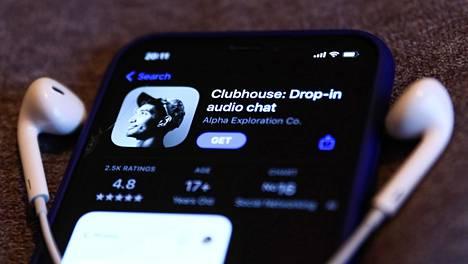 Clubhouse julkaistiin huhtikuussa 2020. Toistaiseksi sovelluksen käyttäjäksi pääsee vain toisen käyttäjän lähettämällä kutsulla, ja se toimii ainoastaan Applen iOS-käyttöjärjestelmällä.