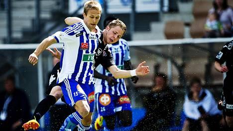 Akseli Pelvas on Klubin kasvatti. Kaudella 2012 hän taisteli pallosta FC Lahden Jussi Länsitalon kanssa.