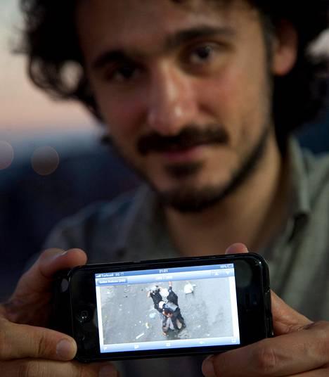 Poliisi pidätti Gökhan Bicicin kadulla, jossa tilannetta seurasivat useat ihmiset ikkunoistaan. Tapahtumista on paljon kuvaa ja videota, koska monet kuvasivat niitä.