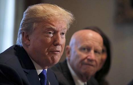 Yhdysvaltojen presidentti Donald Trump puhui republikaanien veroesityksestä torstaina. Hänen kuuluisa Twitter-tilinsä oli torstaina hetken poissa käytöstä.