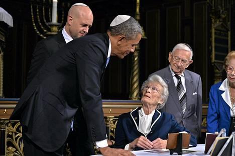 Yhdysvaltojen presidentti Barack Obama ja Ruotsin pääministeri Fredrik Reinfeldt vierailivat keskiviikkona Tukholman synagogassa, jossa heille kerrottiin juutalaisia pelastaneen ruotsalaisdiplomaatin Raoul Wallenbergin elämästä. Obama on kertonut pitävänsä Wallenbergiä idolinaan.