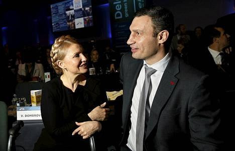Julija Tymošenko ja Ukrainan presidentiksi pyrkivä Vitali Klytško esiintyivät europorvarien tähtivieraina Dublinissa.