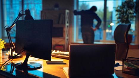 Monissa töissä asiakkaat tai työvuoron aikana kohdatut ihmiset kohtelevat työntekijää kuin ilmaa.