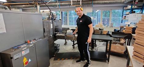 Pentisolin toimitusjohtaja Jari Mäkinen työskenteli itsekin viime vuonna tuotannossa, sillä desinfiointiaineen kysyntä oli niin kova.