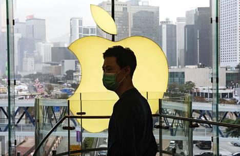 Applen työntekijä 12. helmikuuta yhtiön toimitilassa Hong Kongissa.