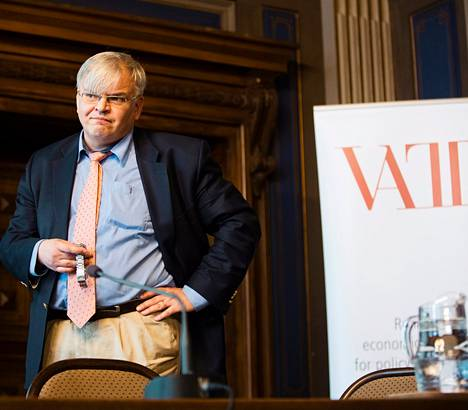 Vattin yksikönjohtaja Juha Honkatukia esitteli tiistaina Säätytalolla pidetyssä Vatt-päivässä raporttia, jolla arvioitiin hallituksen strategisen ohjelman vaikutuksia talouteen.