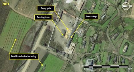 Amnestyn julkaisema satellittikuva Ch'oma-Bong-laaksosta 2011. Kuva aukeaa suuremmaksi klikkaamalla.
