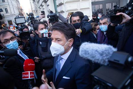 Reporters surrounded Italian Prime Minister Giuseppe Conte on Wednesday.