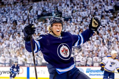 Patrik Laine on tehnyt NHL:ssä 237 runkosarjaottelussa tehot 110+74.