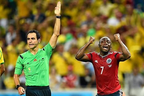 Carlos Carballon tuomiot Brasilia-Kolumbia-ottelussa aiheuttivat keskustelua.