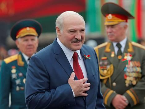 Valko-Venäjän presidentin Aljaksandr Lukašenkan tulkitaan pelänneen kansan todellista mielipidettä hankkiutumalla eroon suosituista vastaehdokkaistaan.