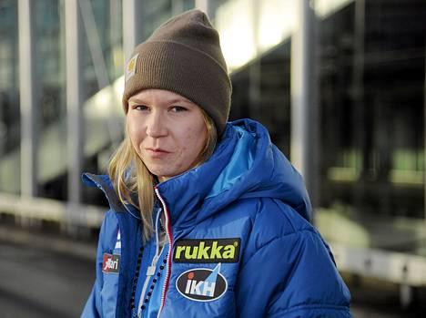 Mäkihyppääjä Julia Kykkönen mursi solisluunsa kotipihallaan sattuneessa liukastumisessa.