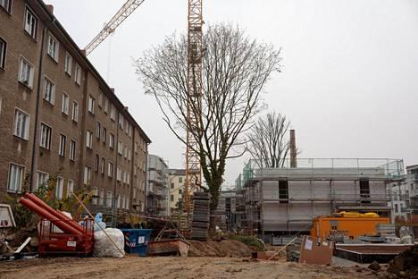 Weißenseen kaupunginosassa rakennetaan kovan rahan asuintaloa huonokuntoisen vanhan talon sisäpihalle.