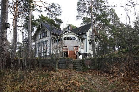 Tältä näytti Villa Hällebo vuonna 2011. 1800-luvun lopulla rakennettu huvila edusti uusrenessanssityyliä.
