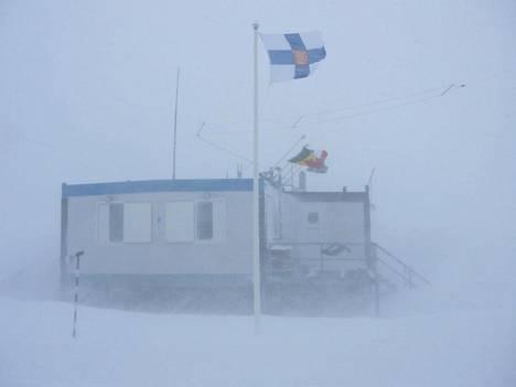 Suomen tutkimusaseman Aboan yksi rakennus liputtaa Etelämantereella.