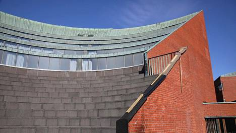 Kuparia on varastettu kahdesta rakennuksesta Otaniemessä. Toinen varkauksien kohteeksi joutuneista rakennuksista on nykyinen Aalto-yliopiston Kandidaattikeskus, vanha Teknillisen korkeakoulun päärakennus.
