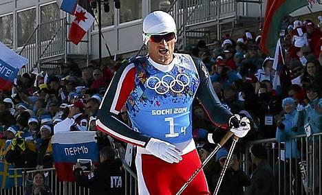 Petter Northug toi voipuneena Norjan viestin maaliin.