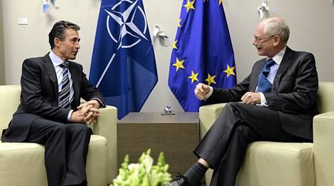 Eurooppa-neuvoston puheenjohtaja Herman Van Rompuy ja NATO:n pääsihteeri Anders Fogh Rasmussen tapasivat ennen varsinaista kokousta Brysselissä keskiviikkona.