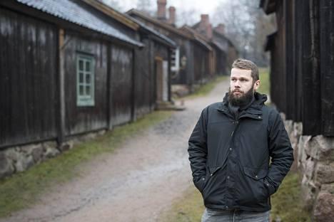 Folkloristi John Björkman kertoo suomalaisen talonpoikaisvapun olleen hyvin erilainen, kuin Ruotsista akateemiset ja porvarilliset vaikutteensa saanut nykyinen vappu.