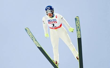 Janne Ahonen oli Falunin MM-normaalimäessä paras suomalainen. Hän hyppäsi 15:nneksi.
