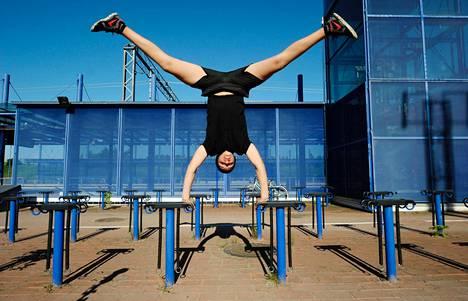 Tarek Benabad pääsi kevään yhteishauissa opiskelemaan sirkusalan perustutkintoa. Yhtä alan aloituspaikkaa tavoitteli lähes viisi ensisijaista hakijaa.