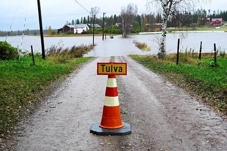Tulvasillantie Kankaanpäässä Pohjois-Satakunnassa oli poikki tulvan takia jo sunnuntaina.