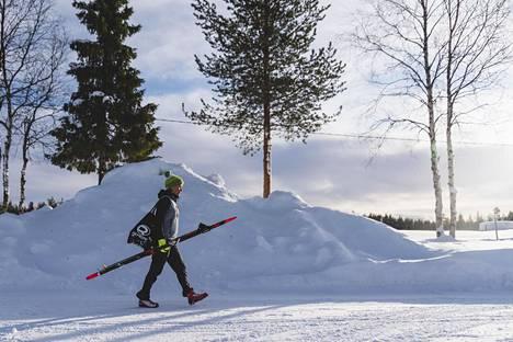 Kaisa Sali muutti puolisonsa Markus Salin kanssa tammikuun lopulla Lappiin. Paikaksi valikoitui Kolari osittain sen takia, että sieltä pääsee junalla Helsinkiin.