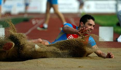 Venäläinen pituushyppääjä Aleksandr Menkov on saanut luvan kilpailla neutraalina.