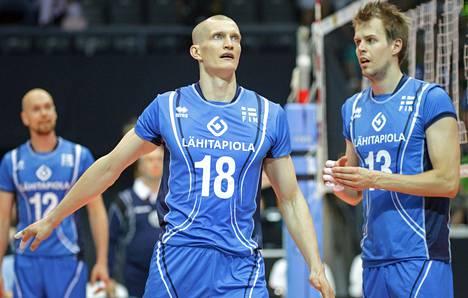 Suomen Jukka Lehtonen ja Mikko Oivanen joutuivat pettymään ottelussa Kanadaa vastaan.