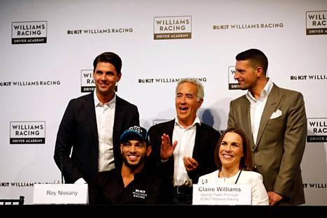 Claire Williams oli tammikuussa Tel Avivissa talliin sopimuksen tehneen Roy Nissanyn (alhaalla vasemmalla) lehdistötilaisuudessa.