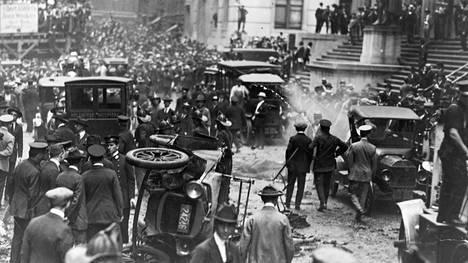 Pommi räjähti Wall Streetillä lounastunnilla ja teki pahaa jälkeä.
