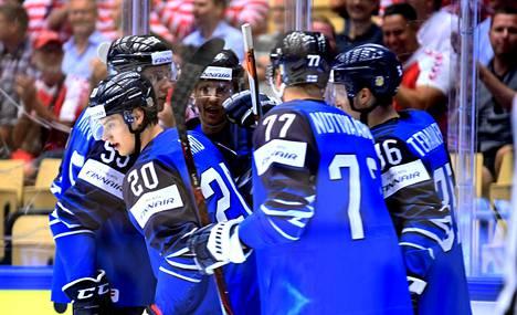Suomen maajoukkue juhli ensimmäistä Sebastian Ahon tekemää maalia ottelussa Yhdysvaltoja vastaan.