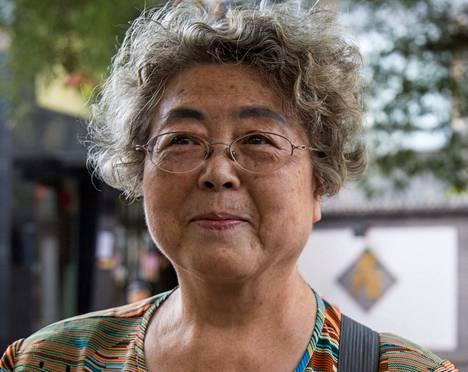 """<span class=""""nimi"""">Han Xiumei</span>, 71<br /><span class=""""laiha"""">eläkeläinen<br /></span>1. Katselen paraatia kotona televisiosta lasteni ja lapsenlapseni kanssa.<br />2. Luulen, että pääviesti on rauhan viesti. Kiina haluaa muistuttaa maailmalle, ettei unohdettaisi kauheaa sotaa, joka oli 70 vuotta sitten.<br />3. Uskon, että armeijamme aivan varmasti pystyy suojelemaan Kiinaa ja myös toimimaan ulkomailla, esimerkiksi rauhanturvatehtävissä."""