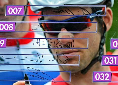 Mark Cavendish kuittasi paikkansa ennen maantiepyöräilyn starttia.