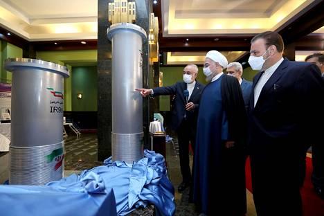 Iranin presidentille Hassan Ruhanille esiteltiin maan ydinohjelmaan liittyvää osaamista Teheranissa sunnuntaina.