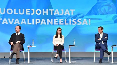 Kokoomus on HS-gallupin mukaan vaalitaistelun loppusuoralla melko selvässä johtoasemassa. Kannoilla ovat perussuomalaiset ja Sdp. Kuvassa vasemmalta perussuomalaisten puheenjohtaja Jussi Halla-aho, pääministeri, Sdp:n puheenjohtaja Sanna Marin ja kokoomuksen puheenjohtaja Petteri Orpo.