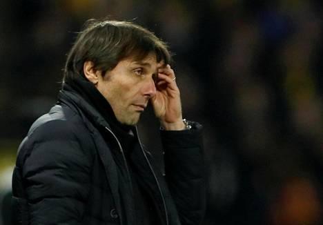 Antonio Conte oli mietteliäänä maanantai-illan ottelussa.