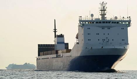 Finnlinesin rahtialus Finnkraft Suomenlahdella heinäkuussa.