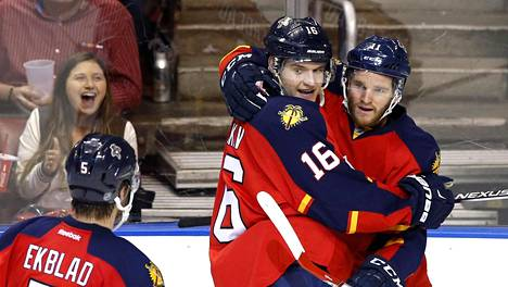 Aleksander Barkov (16) juhli maalia Toronto Maple Leafsia vastaan maaliskuussa.