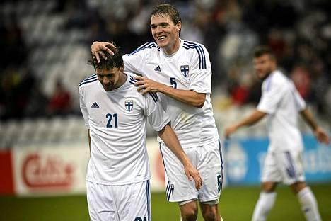 Kasper Hämäläinen (21) teki edellisen maaottelumaalinsa elokuussa 2013 Turussa Sloveniaa vastaan. Hämäläinen sai onnittelut Veli Lammelta.