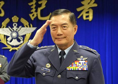 Taiwanin asevoimien komentaja, kenraali Shen Yi-ming ja seitsemän muuta henkilöä kuolivat turmassa.