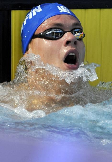 Ari-Pekka Liukkonen jäi sadan metrin vapaauinnissa 0,03 sekuntia omasta kahden vuoden ikäisestä ennätyksestään. Liukkonen oli 38:s ajalla 50,45.