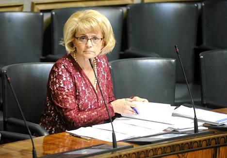 Sisäministeri Päivi Räsänen (kd) eduskunnassa kesäkuun alussa.