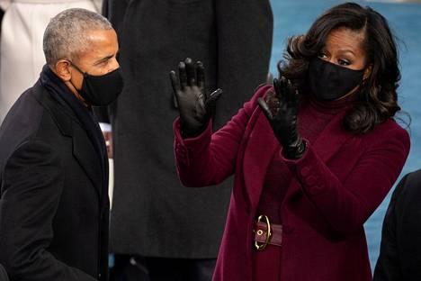 Yhdysvaltojen entinen presidentti Barack Obama ja hänen vaimonsa, entinen ensimmäinen nainen Michelle Obama Yhdysvaltojen nykyisen presidentin Joe Bidenin virkaanastujaisissa 20. tammikuuta 2021.