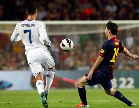 Cristiano Ronaldo (vas.) ja Lionel Messi olivat Espanjan jalkapalloklassikon kuninkaita.
