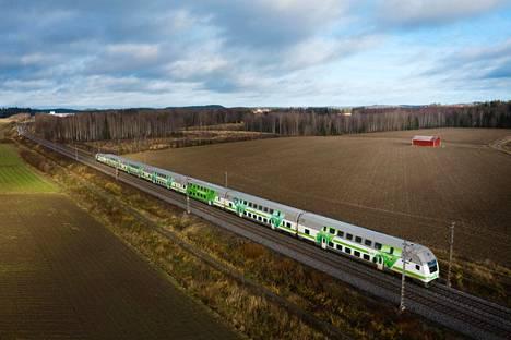 Intercity-juna matkalla pohjoiseen Ryttylän aseman pohjoispuolella viime huhtikuussa.