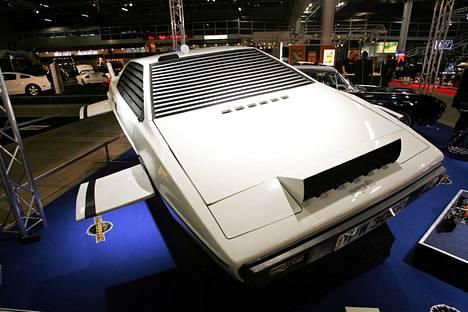 James Bondin auto elokuvasta 007 Rakastettuni. Myös oikeat brittivakoojat saavat jatkossa poiketa nopeusrajoituksista.